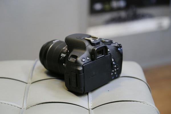 دوربین دست دوم canon 700d kit 18_55mm stm