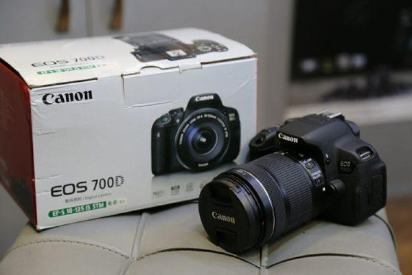 دوربین دست دوم canon 700d kit 18_135mm