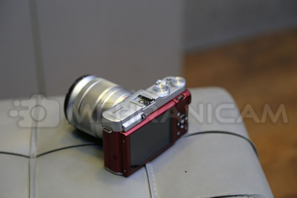 دوربین دست دوم fuji x-A1 kit 16_50mm