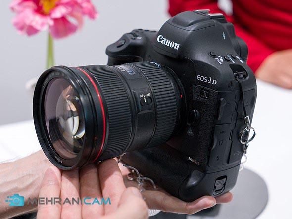 نیم نمای دوربین Canon EOS 1D X Mark III بر روی دست